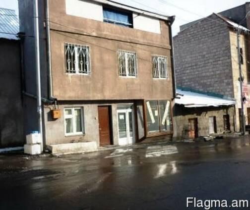 2 этажный 6-и комнатный дом в центре Еревана